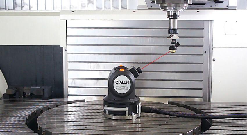 ETALON LaserTRACER-NG проводит компенсацию погрешностей станка средних размеров